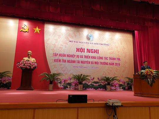 Ủy viên Trung ương Đảng, Bộ trưởng Bộ Tài nguyên và Môi trường đồng chí Trần Hồng Hà phát biểu chỉ đạo Hội nghị